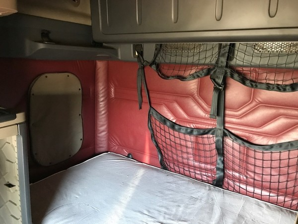 FREIGHTLINER CASCADIA 125SLP Tandem Axle Sleeper